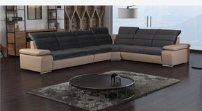 United Furniture -Venis Sectional #3 - also reversed - in other colors - includes delivery in Heidelberg, GE