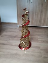 Christmas tree decoration gold red in Ramstein, Germany