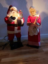 Antique mr and mrs Santa Claus in Travis AFB, California
