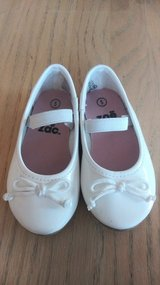 Toddler sz 5 dress shoes in 29 Palms, California