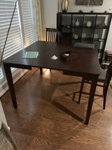Table with 4 chairs, expandable in Quantico, Virginia