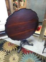 rare Kindle Winterthur philidephia tilt top table in Camp Lejeune, North Carolina