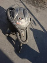 5 GALLON WET/ DRY SHOP VAC. in St. Charles, Illinois
