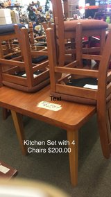 Kitchen Set comes with 4 Chairs in Fort Leonard Wood, Missouri