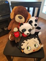 Valentine's Day stuffed toys in Beaufort, South Carolina