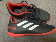 soccer shoes size 2.5 in Naperville, Illinois