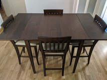 Extendable Dining Table and Four Chairs in Wiesbaden, GE
