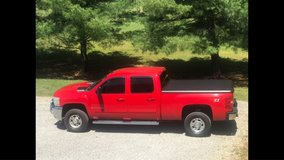 Chevy Silverado Truck 4x4 Duramax 2500 diesel crew cab in Fort Campbell, Kentucky