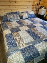 KING Quilt with 2 King Shams in Fort Leonard Wood, Missouri