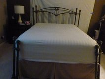 Queen size metal bed in Chicago, Illinois