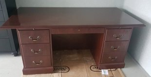 mahogany solid wood President office desk in Wiesbaden, GE
