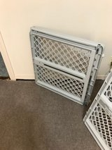 2 North States Pet/Baby Gate: Easy-fit and Adjustable. in Alamogordo, New Mexico