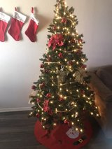 6ft pre-lit Christmastree with ornaments in Fort Bliss, Texas