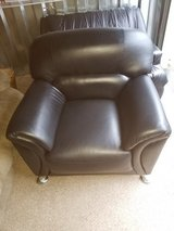 Black leather loveseat and chair - in Fort Campbell, Kentucky