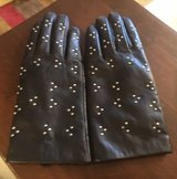 Women's Leather Gloves in Chicago, Illinois