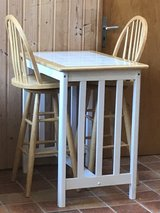 Small Table with 2 barstools in Grafenwoehr, GE