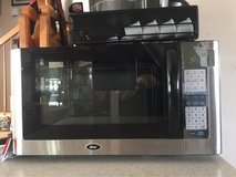 Oster 1.4 Cu Ft Microwave in Okinawa, Japan