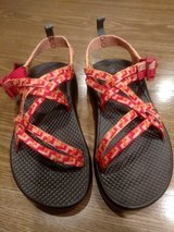 New Chaco Sandles Girls Size 2 M in St. Charles, Illinois