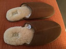 BROOKSTONE MENS BROWN SUEDE SOFT SHEARLING WINTER SLIPPERS SIZE XL in Alamogordo, New Mexico