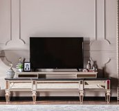 United Furniture - Class TV Stand - including delivery in Stuttgart, GE