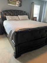 6 Piece Bedroom Set - King Bed, 2 Nightstands, 3 Dressers ***MUST GO*** in Hampton, Virginia