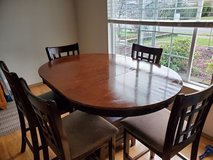 Kitchen Table with 5 chairs in Tacoma, Washington
