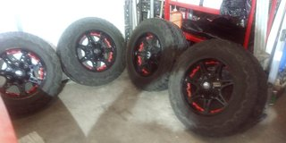 4pc Tires and rims in Fort Campbell, Kentucky