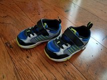 K-Swiss Tennis Shoes, Size 4 (Toddler) in Clarksville, Tennessee