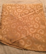 Gold TableCloth and 5 Napkins in Glendale Heights, Illinois