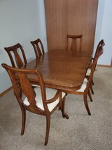 Dining room table and chairs in Chicago, Illinois