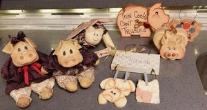 PIGS - Wooden Signs - Dolls in Spring, Texas