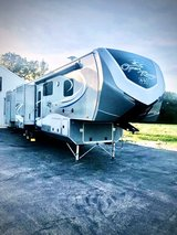 42' Immaculate Fifth wheel Reduced! in Fort Leonard Wood, Missouri