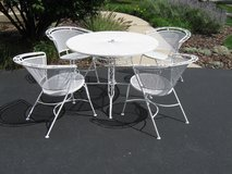 Vintage/Midcentury/Retro Wrought Iron Patio Set by ??? in Joliet, Illinois