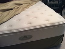Queen Size Simmons Beauty Rest Like New! in Beaufort, South Carolina