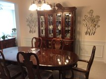 Dining Table, 6 Chairs & 2 Leafs in Beaufort, South Carolina