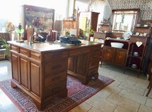 Beautiful antique desk with leather top in Wiesbaden, GE