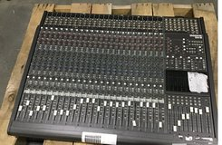 MACKIE 24-CHANNEL 8-BUS ANALOG MIXER CONSOLE in Fort Belvoir, Virginia