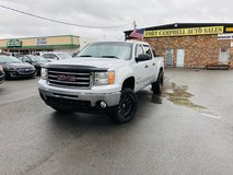2013 GMC SIERRA 1500 CREW CAB SLE, 4X4 V8, 5.3 L in Fort Campbell, Kentucky