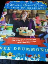 Cookbook like new,, pioneer woman,tee in St. Charles, Illinois
