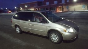 2006 Chrysler Town and Country in Oswego, Illinois