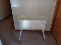 Vintage Redman Wicker Baby Bassinet (1950)--great condition in Tinley Park, Illinois