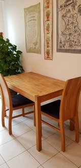 Solid Oak butcher block table and chair set in Wiesbaden, GE