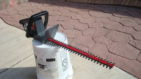 20 inch Craftmen Electric Hedge Trimmer? Works Great in Fort Bliss, Texas