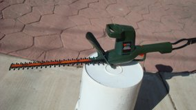 15 inch Electric Black & Decker Hedge Trimmer / Work's Great in Fort Bliss, Texas