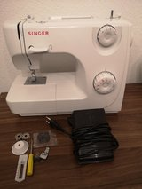 sewing machine Singer in bookoo, US