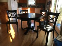 "Crate and Barrel 45"" Round Table, 6  chairs and 17"" leaf in Glendale Heights, Illinois"