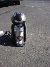 NESCAFE DOLCE GUSTO K-CUP COFFEE MAKER in St. Charles, Illinois