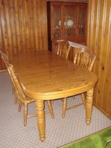 Oak Kitchen Table w/2 Extension Leaves and 4 Chairs MOVING OUT OF AREA in Orland Park, Illinois