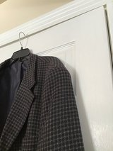 MEN'S NAVY AND TAN CHECK WOOL SUIT COAT 48L in Alamogordo, New Mexico