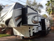 Toy hauler 2013 keystone fuzion 42 ft Toy hauler in Bellaire, Texas